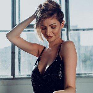 AlexisBelleLove from livejasmin