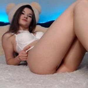 yoursKIRA from bongacams