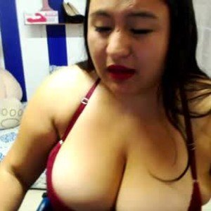 bigtitsdanna from chaturbate