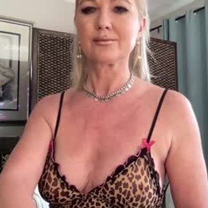 gl1tter_barbie from chaturbate
