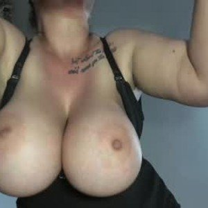 hot_bounce_boobs from chaturbate