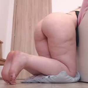 jullyanavegas from chaturbate
