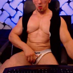 masked_bodybuilder from chaturbate