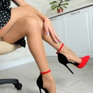 mikkiniki_kiti from chaturbate