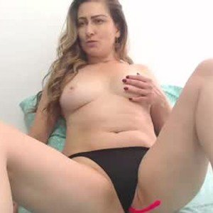 naughtyymom from chaturbate