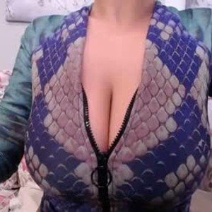 nikkyboobs from chaturbate