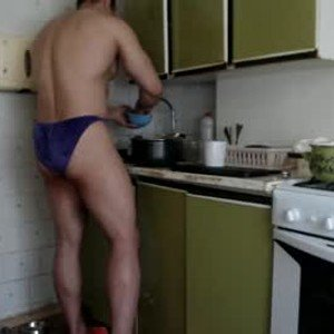 sweetmuscles_boy from chaturbate