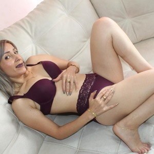 Juli_mature from myfreecams