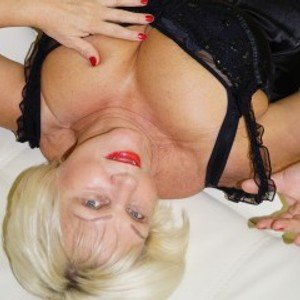 xBlondebomb from streamate