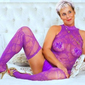 MilfyMommyX from streamate