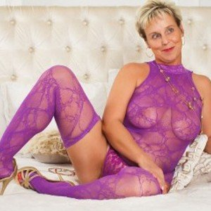 MilfyMommy45 from jerkmate