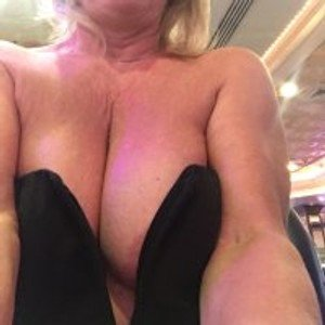 Sweet-Kitty from stripchat